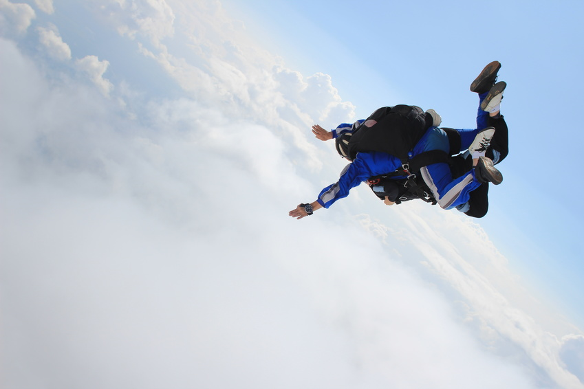 the weight limit for skydiving is 220 lbs for the tandem student